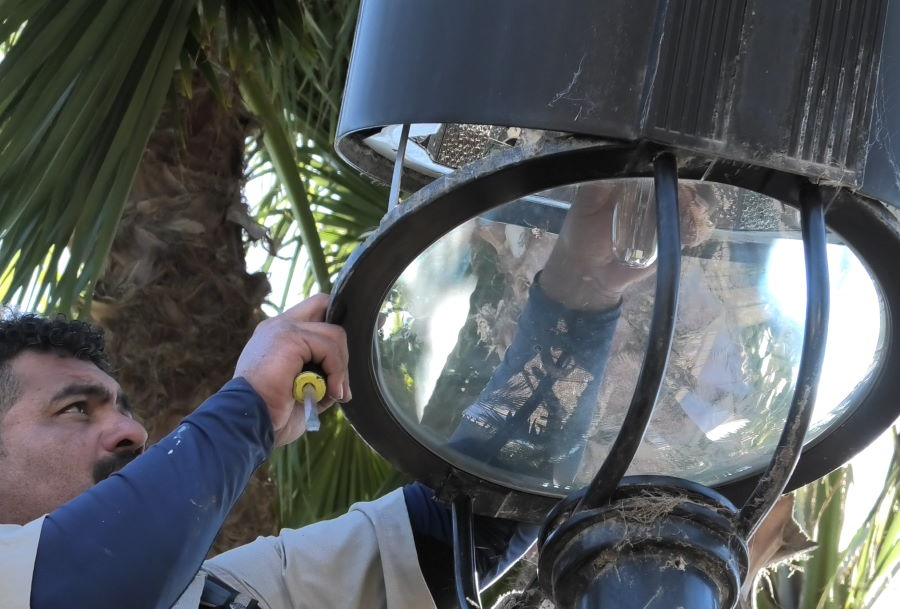 How to install a corn light bulb step 2