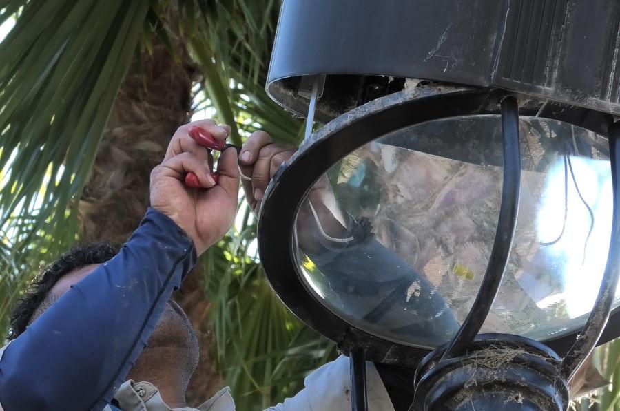 How to install a corn light bulb step 3